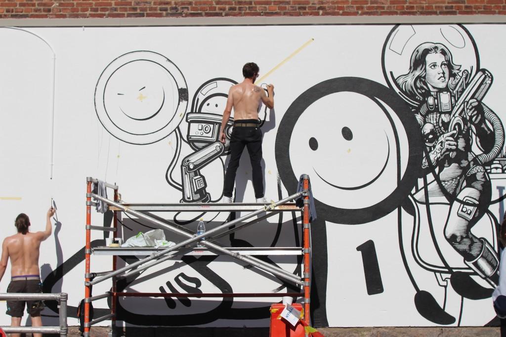 London Police målar på Bryggaregatan